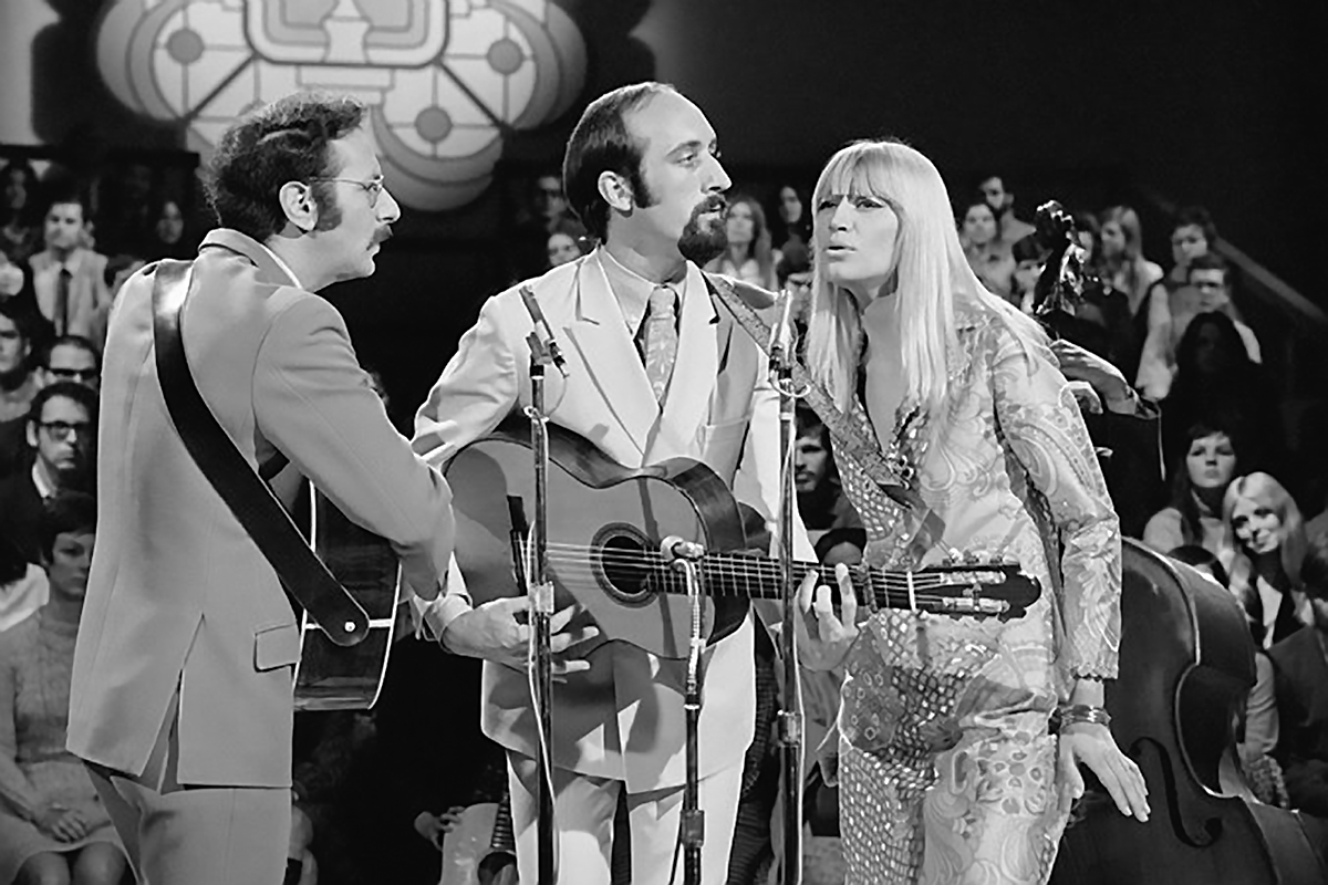 Peter, Paul and Mary on Smothers Brothers Comedy Hour 1969 (Getty)